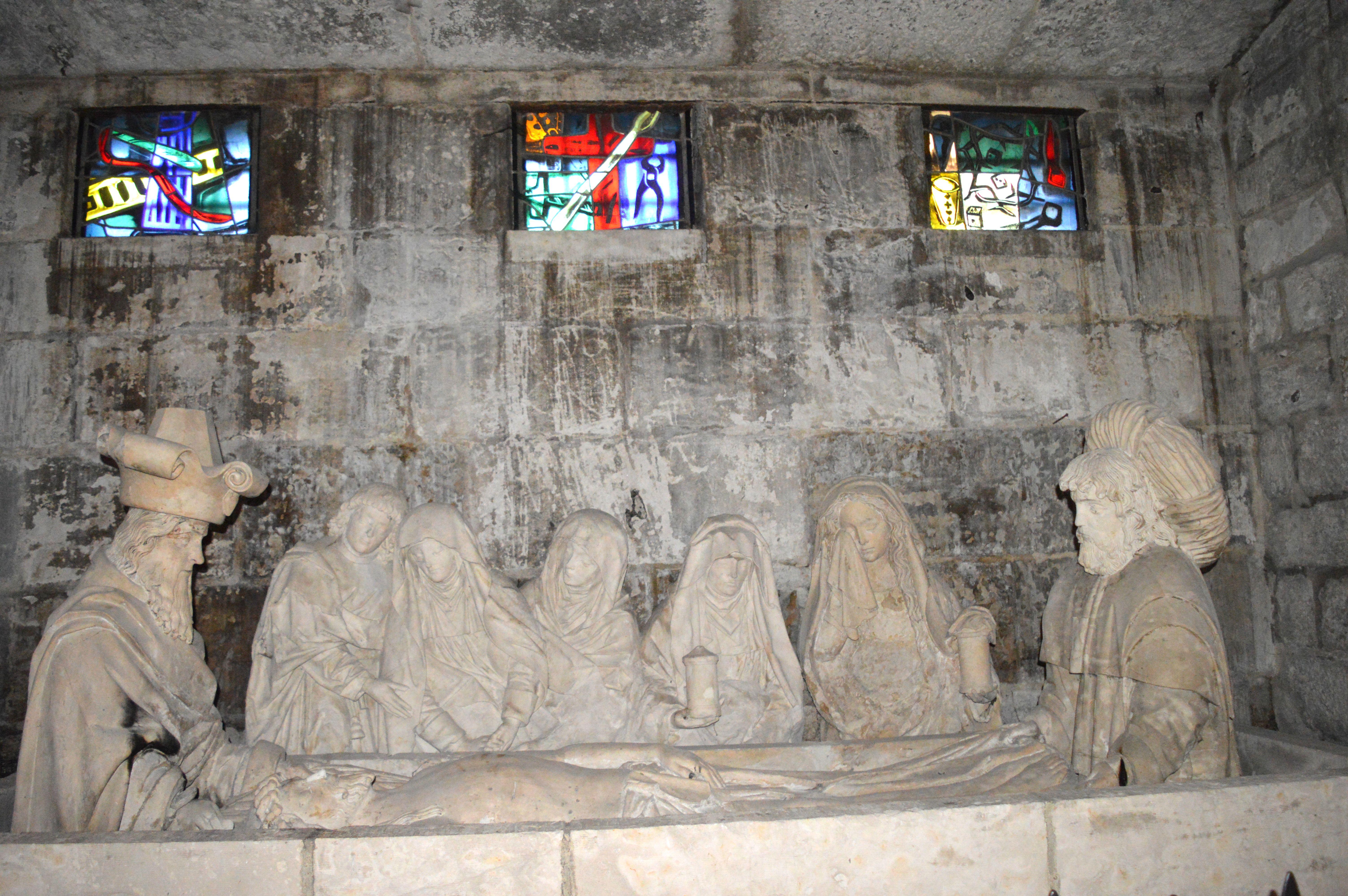 Groupe sculpté de la Mise au tombeau
