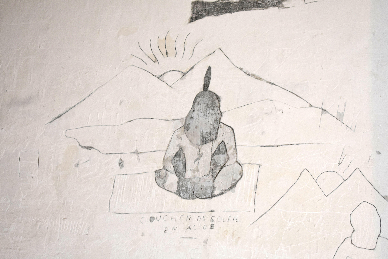 Graffiti réalisé dans l'enduit d'un cachot