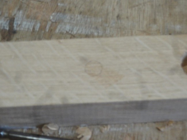 Rebouchage des trous à l'aide de tourillons bois de fabrication artisanale