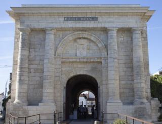 À La Rochelle, la Porte Royale restaurée par les Compagnons de Saint-Jacques